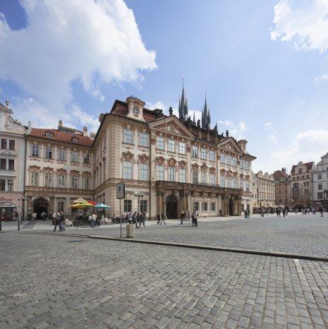 Více stavěl Kilián Ignác Dientzenhofer sakrální budovy. Staroměstské náměstí ošem ozdobil svým palácem Kinských, kde nyní sídlí Národní galerie. (ilustrační foto)