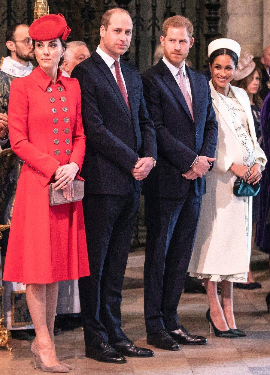 Princové William a Harry se svými manželkami