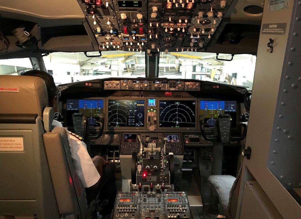 Boeing 737 MAX 8 má po dvou leteckých katastrofách dostat nový software