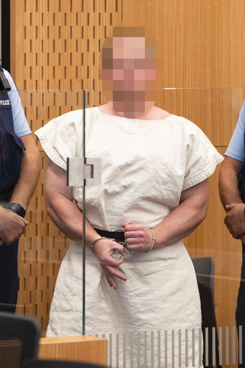 Gesto útočníka z Nového Zélandu má ukazovat bílou nadřazenost (16. 3. 2019)