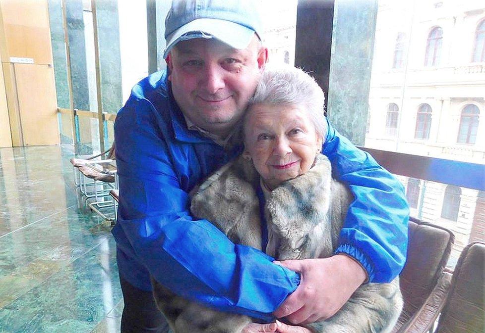 Herečka s režisérem Lubomírem Zemancem.