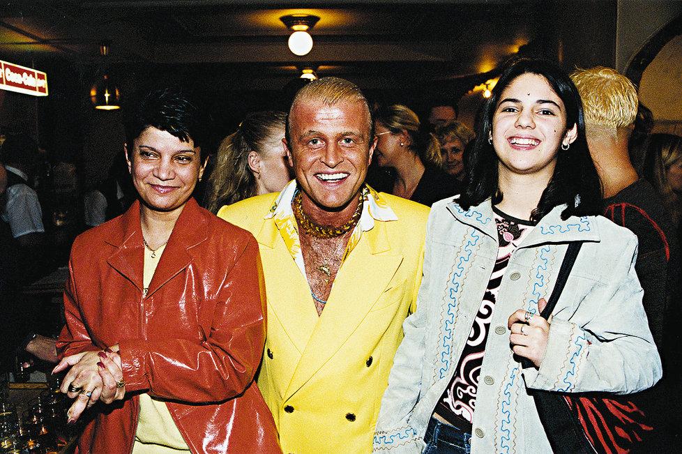 Daniel Nekonečný s partnerkou a její dcerou.
