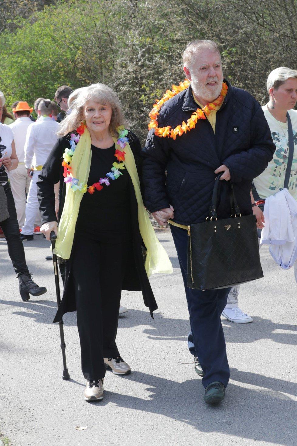 Pohřeb Daniela Nekonečného: Eva Pilarová s manželem