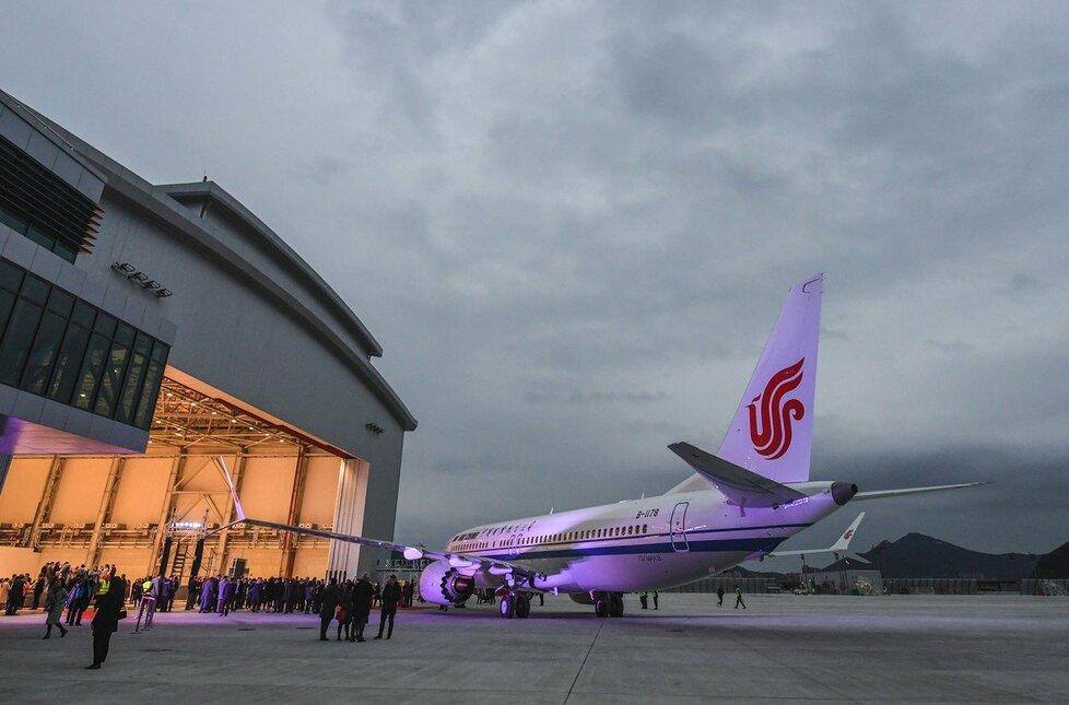 Čínská společnost China Aircraft Leasing Group Holdings pozastavila svou zakázku na sto letadel Boeing 737 MAX, dokud nedostane záruky ohledně jejich bezpečnosti.