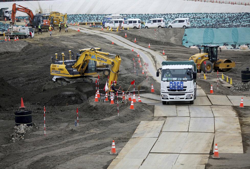 Do japonského města Ókuma u jaderné elektrárny Fukušima postupně vrací život.