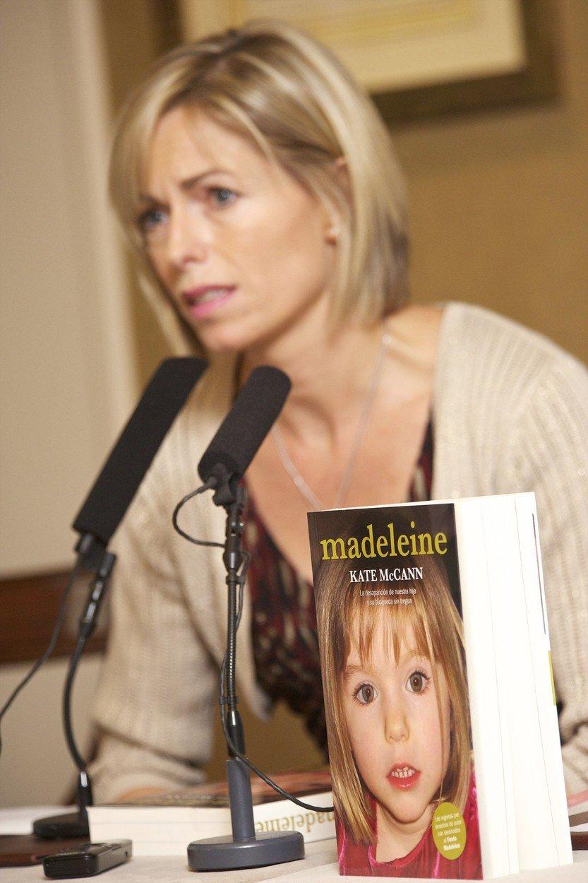 Kate McCannová s knihou, kterou napsala