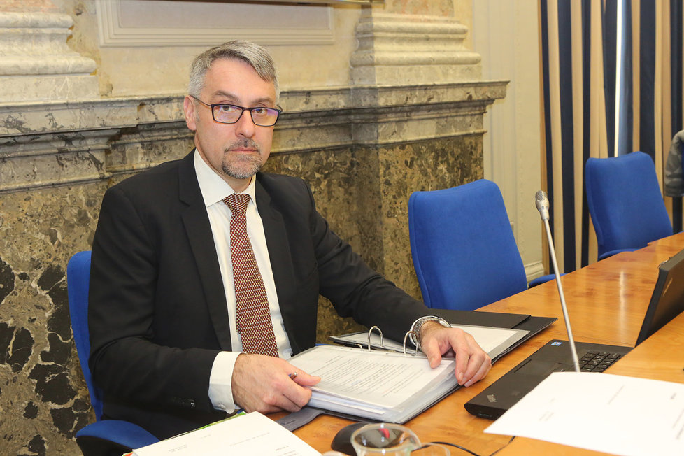 Ministr obrany Lubomír Metnar před jednáním vlády