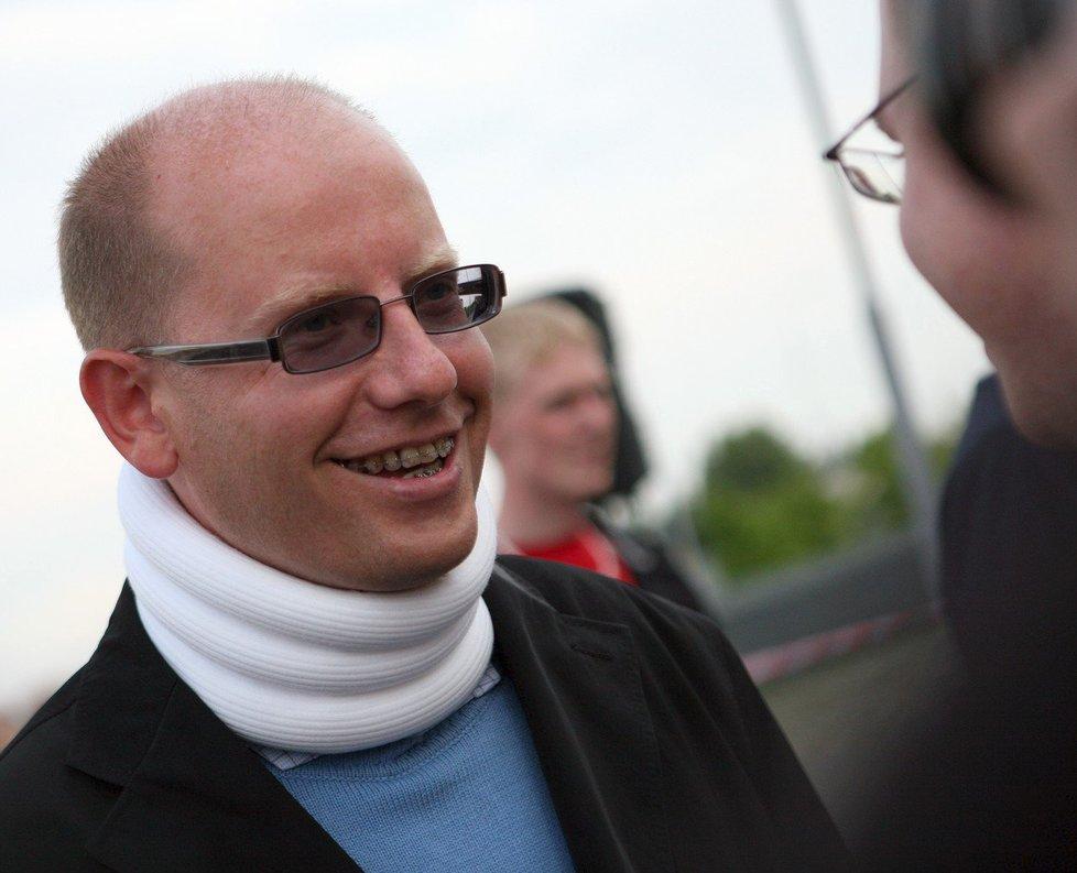 Místopředseda ČSSD Bohuslav Sobotka dostal v roce 2010 na mítinku v Brně ránu pěstí do obličeje. Byl krátce hospitalizován a musel nosit na krku límec zpevňující páteř. Pachatel Miroslav Dvořák byl odsouzen k podmíněnému trestu osmi měsíců.