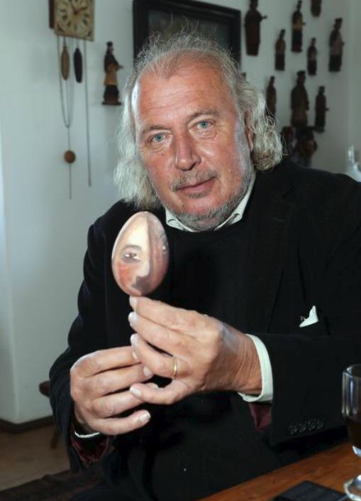 Kristian Kodet s vejcem, které ozdobil.