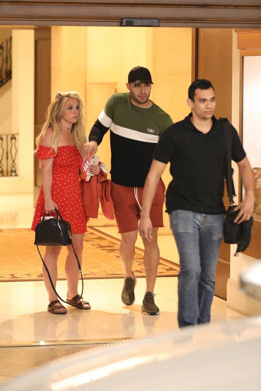 Britney Spearsová spatřena se svým přítelem v Los Angeles