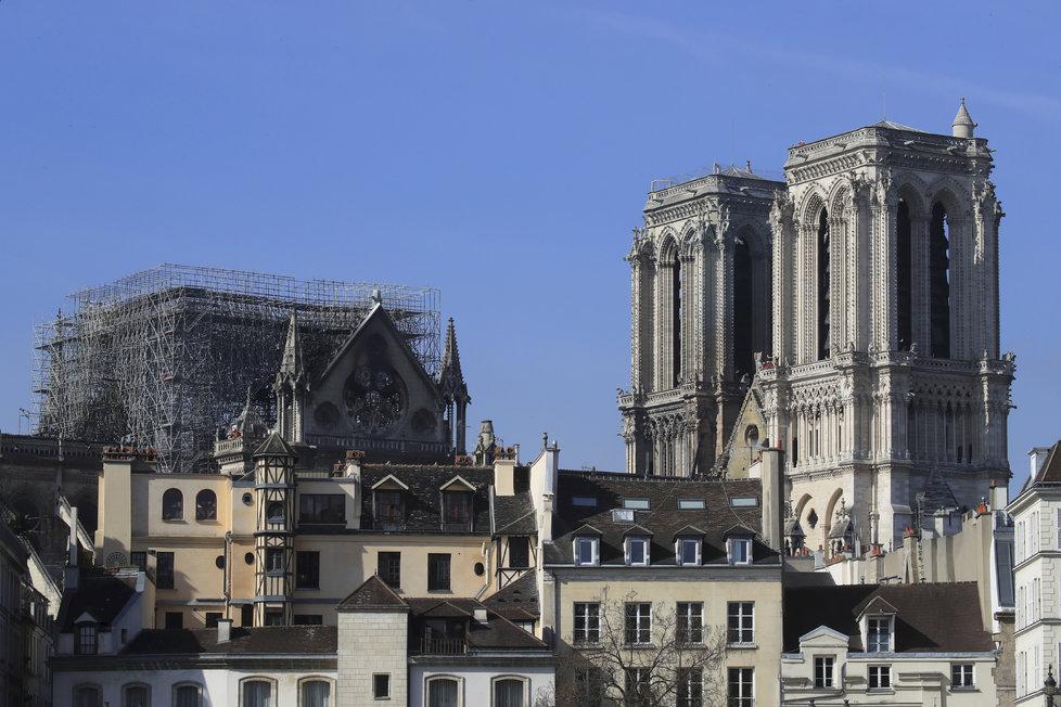 Vyhořelá katedrála Notre-Dame