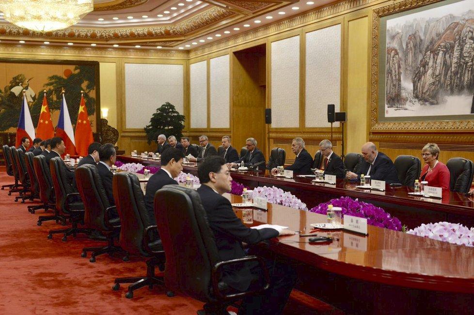 Prezident Miloš Zeman jedná se svým čínským protějškem Si Ťin-pchingem. (28. 4. 2019)