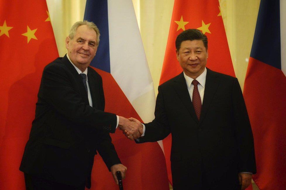 Prezident Miloš Zeman jedna se svým čínským protějškem Si Ťin-pchingem (28. 4. 2019)