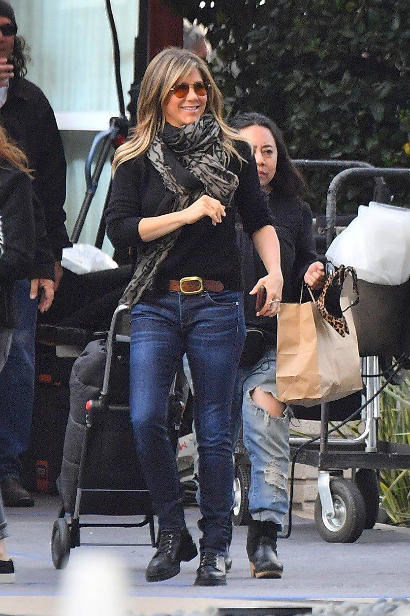 Oblíbeným doplňkem Jennifer Aniston je šálka.
