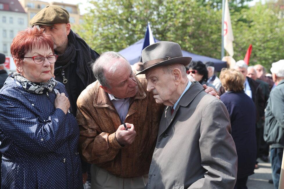 Milouš Jakeš nechyběl na náměstí Jiřího z Poděbrad, kde komunisté slavili svátek práce (1. 5. 2019)