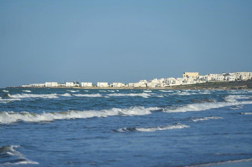 Moře s dlouhými písčitými plážemi. Co víc si na dovolené přát?