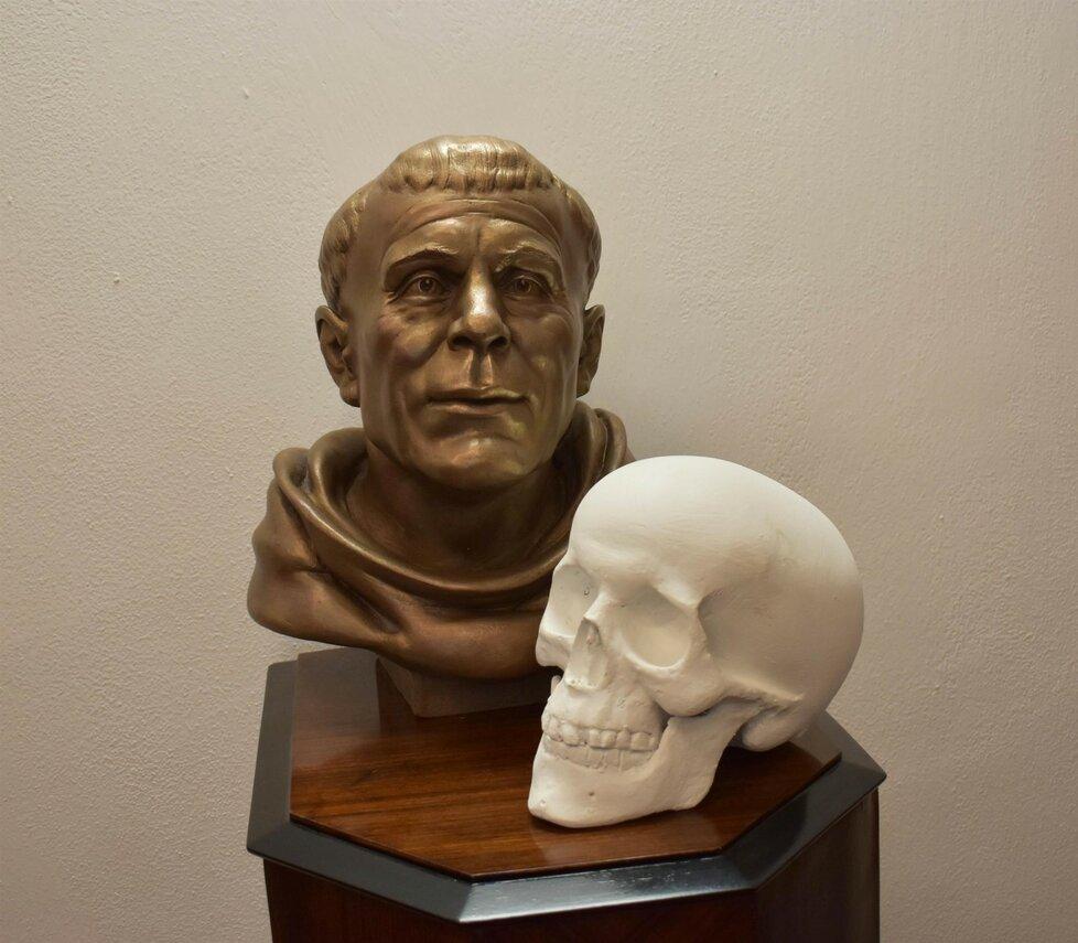 Do Prahy dorazila pouze na jeden den busta Jana Nepomuckého, která vycházela z trojrozměrného modelu jeho lebky.