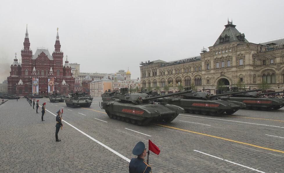 Rusko slaví výročí konce druhé světové války. Na Ruském náměstí v Moskvě se k příležitosti koná tradiční vojenská přehlídka (9.5. 2019)