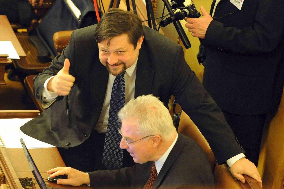 Někdejší poslanec za ČSSD Petr Wolf se se sociálními demokraty rozešel ve zlém. A po odsouzení prchl z Česka