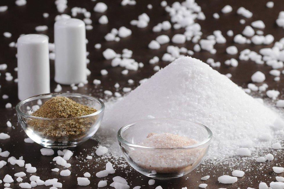 Doporučení denní dávka soli je 5 až 6 gramů na osobu.