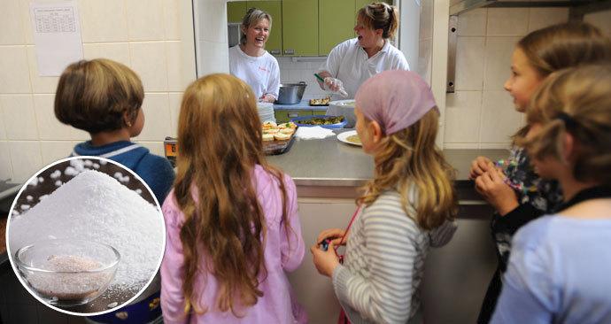 Studie ukázala, že ve většině škol jsou pokrmy stejně přesolené jako ve fast foodech.