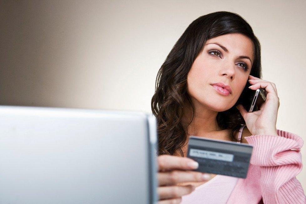 Pokud jste se nechali napálit podvodným webem, pomoci by vám mohla vaše banka.