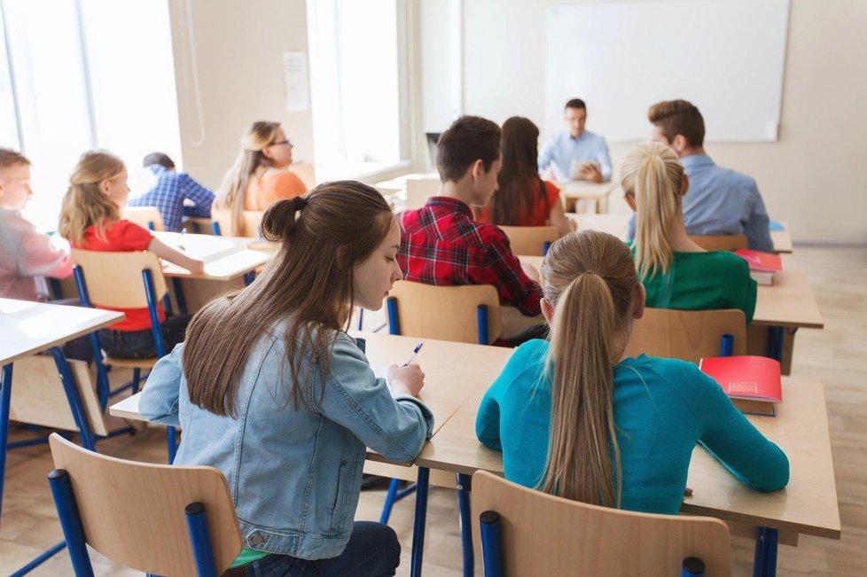 Maturantům šla letos matematika lépe, gymnázia ohlašovala jen 4% neúspěšnost. Střední odborné školy ale hlásí i 60 % neúspěšných maturantů