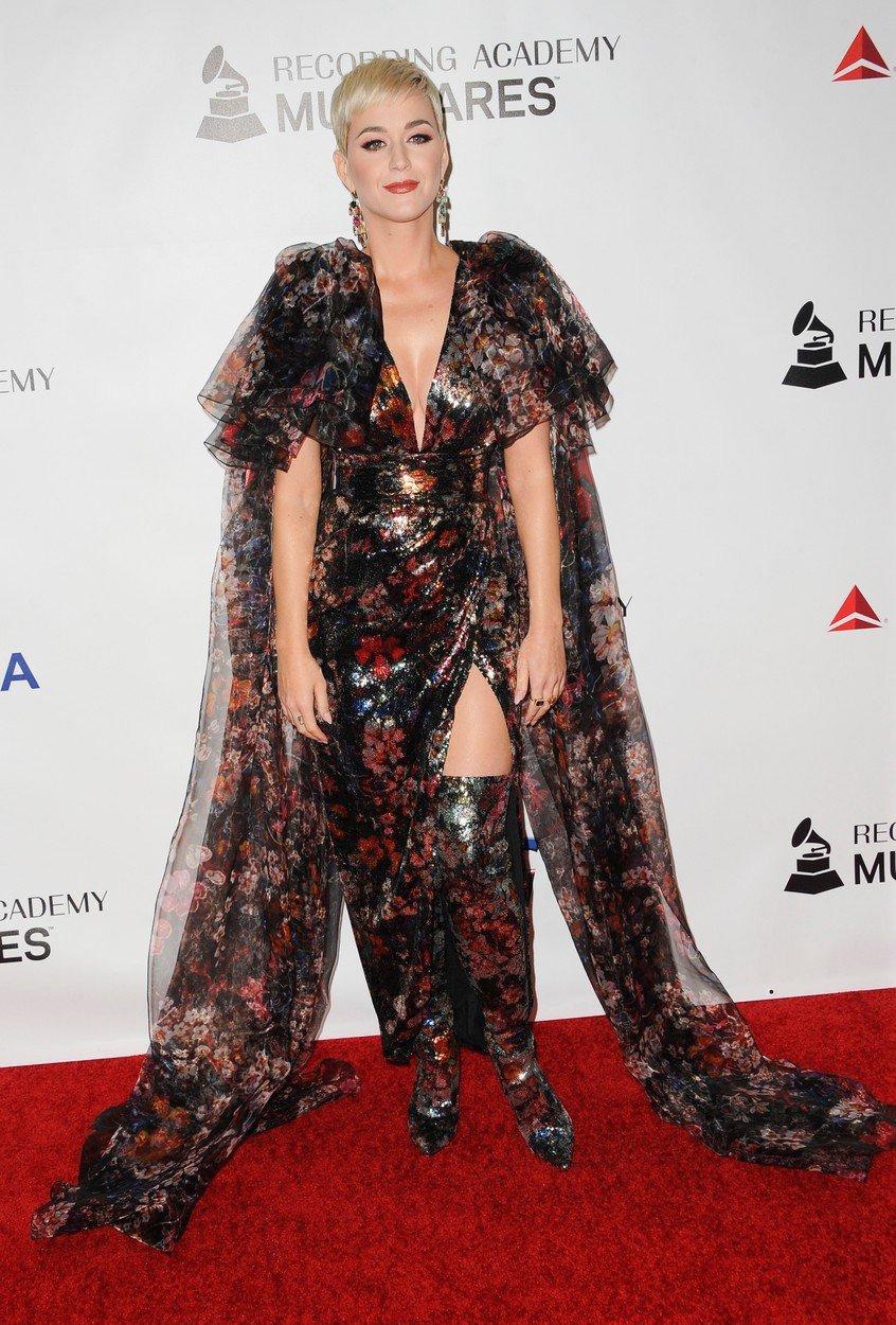 Katy Perryová na předávání ocenění pro zpěvačku Dolly Partonovou 2019