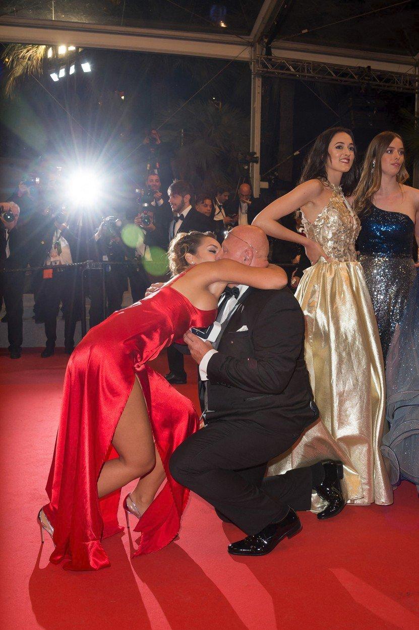 """Český milionář Miloš Kant (62) požádal na červeném koberci v Cannes svou přítelkyni (25) o ruku. Řekla mu """"ano""""! Nakonec ale ze svatby sešlo."""