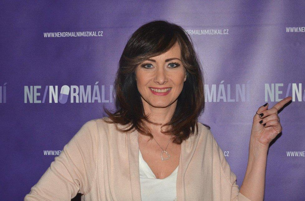 Herečka Daniela Šinkorová na tiskové konferenci k muzikálu Ne/normální