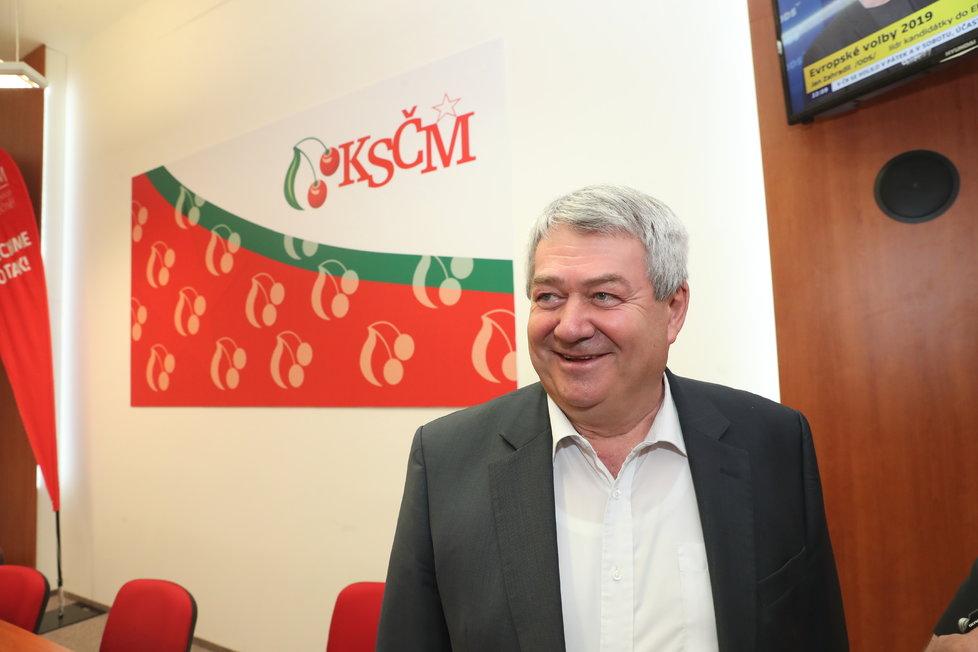 Předseda KSČM Vojtěch Filip ve volebním štábu