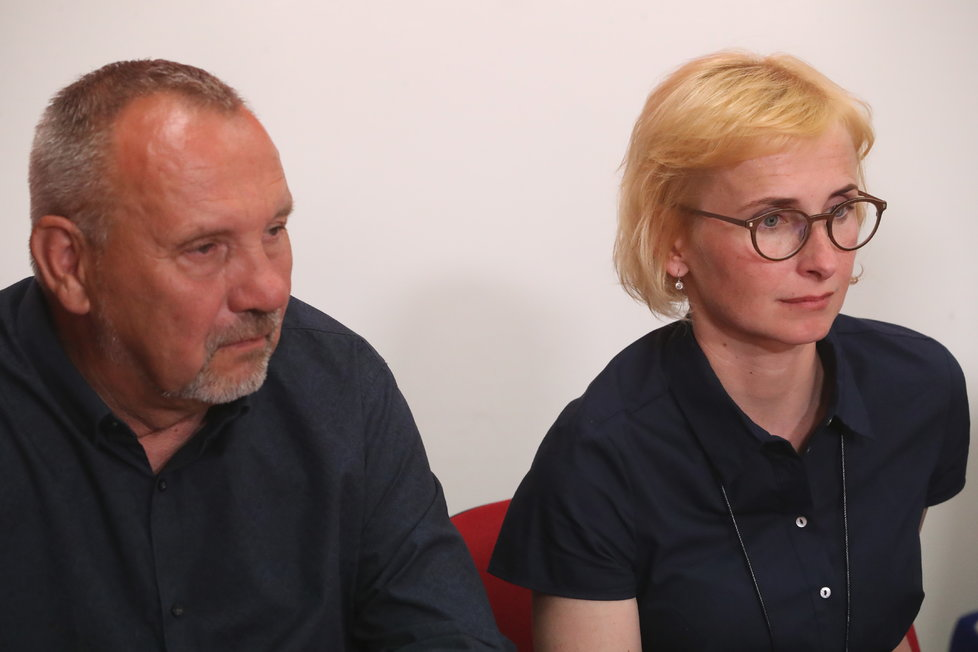 Volby do Evropského parlamentu 2019: Tisková konference KSČM po vyhlášení výsledků voleb. Převažuje skleslá nálada