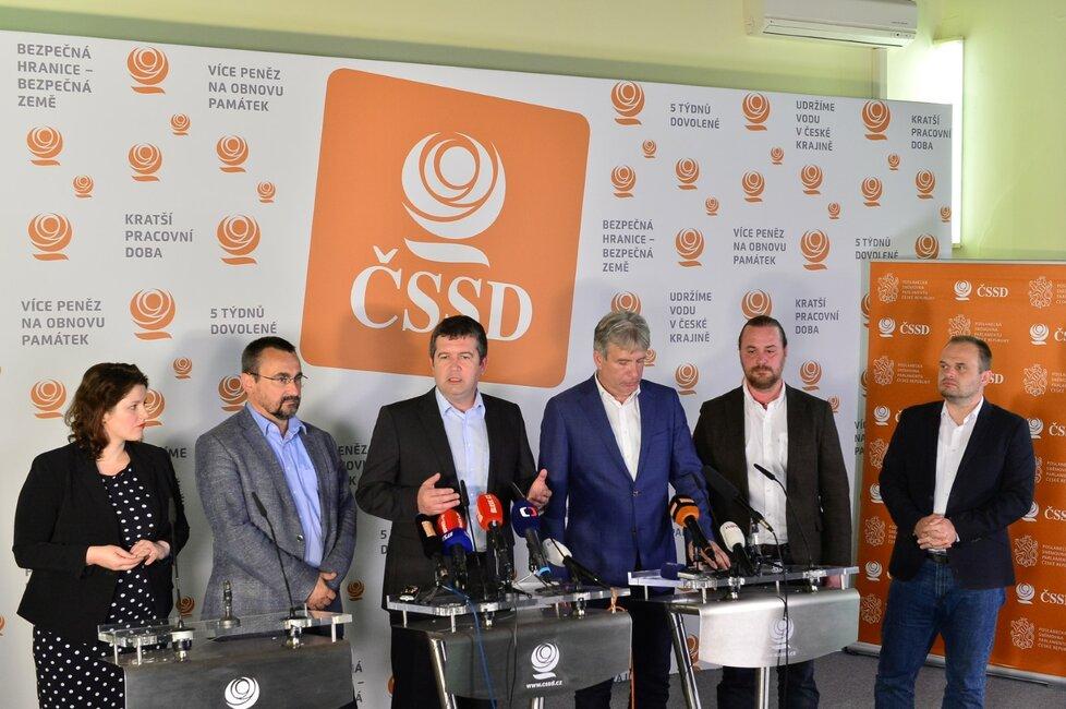 Vedení ČSSD považuje výsledky eurovoleb na tvrdou ránu. Strana neobhájila ani jedno europoslanecké křeslo. Ve volbách strana získala jen necelá 4% hlasů