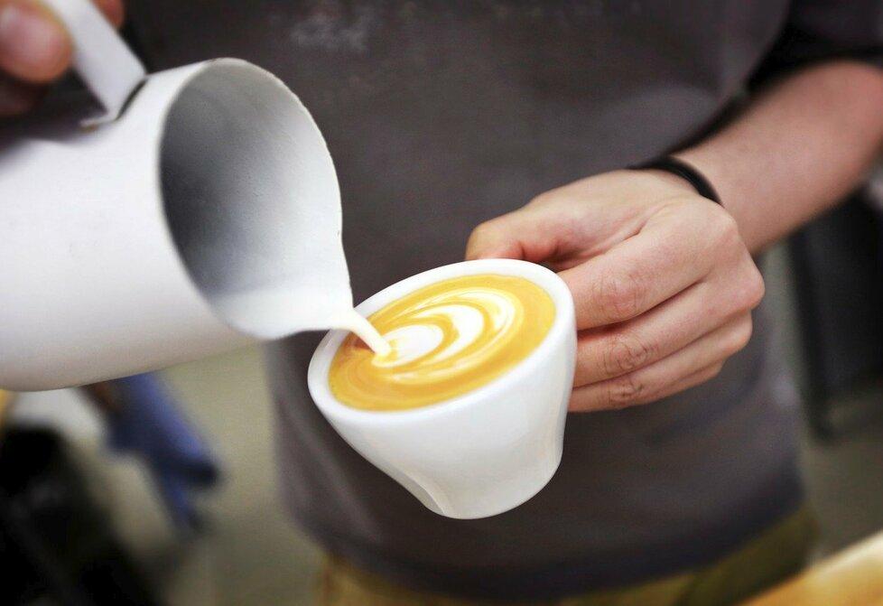 Mléko v kávě nemají rádi baristé, protože kazí chuť kávy