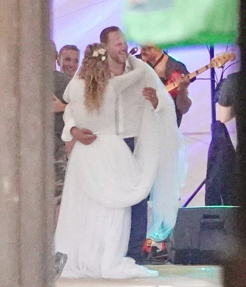 Filip a Jovana Blažkovi při svatebním tanci.