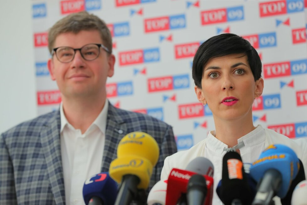 Jiří Pospíšil a Markéta Pekarová Adamová (oba TOP 09) ve Sněmovně (4. 6. 2019)