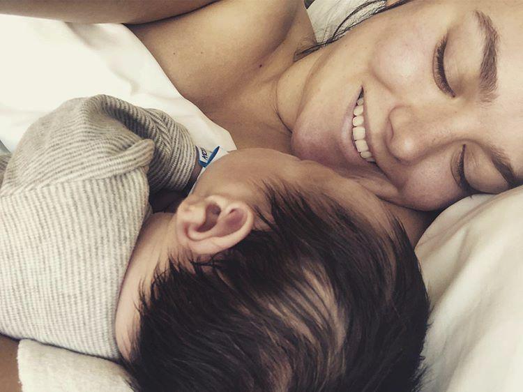 Ewa Farna se pochlubila fotkou syna Artuše