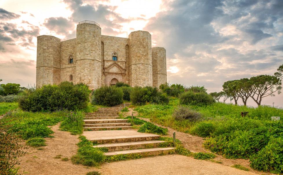 Castel del Monte - hrad, který dodnes vrtá hlavou mnoha myslitelům.