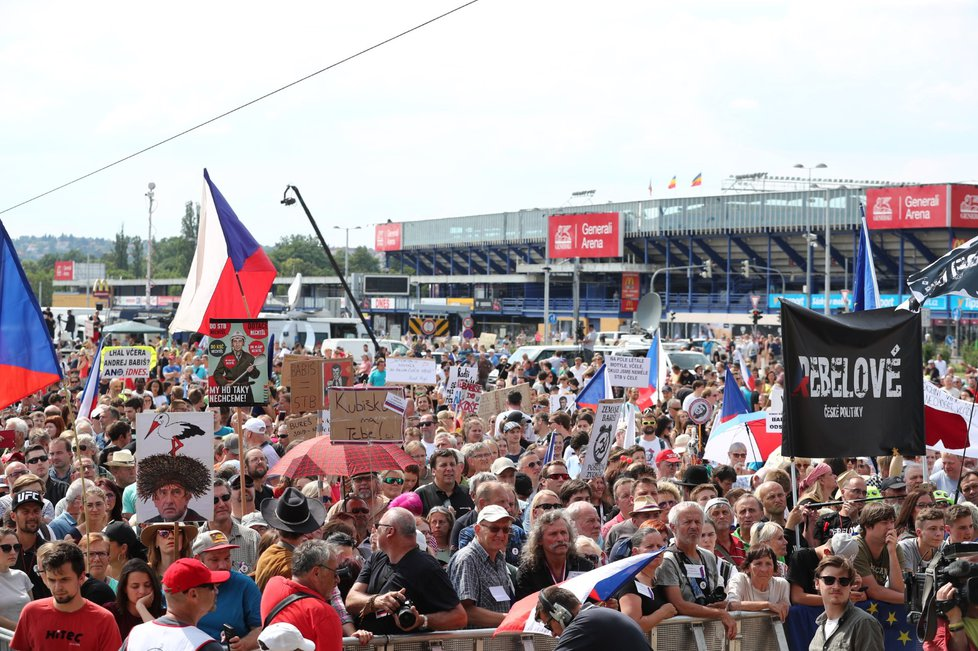 Účastníci demonstrace na Letné (23. 6. 2019)