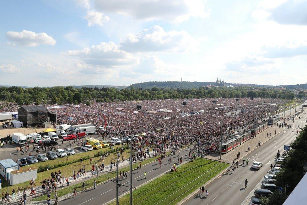 Demonstrace proti premiérovi Andreji Babišovi na Letné (23. 6. 2019)