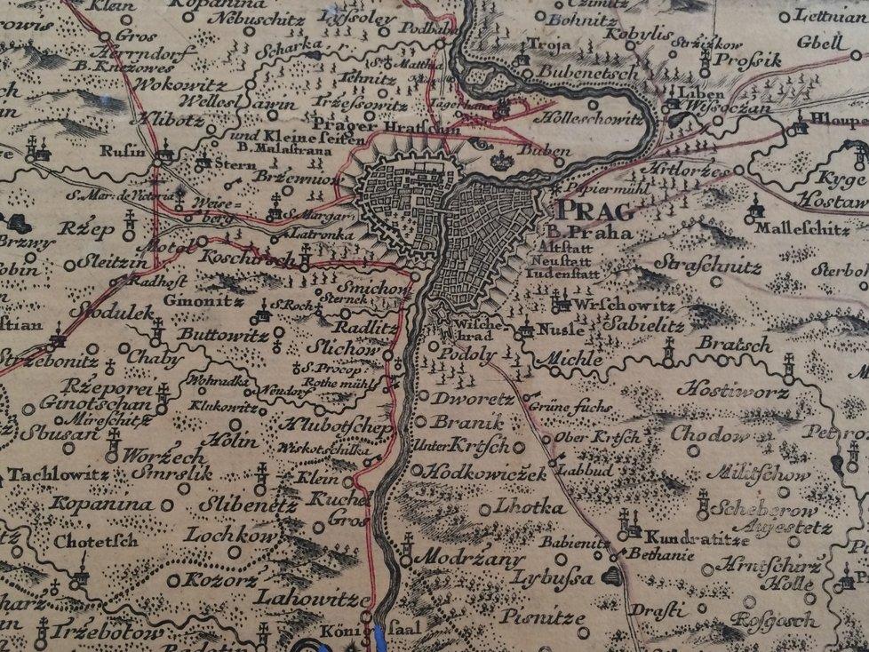 Mapa je do detailů podrobná, s bezpočtem vyznačených vesniček a měst. Včetně Prahy.