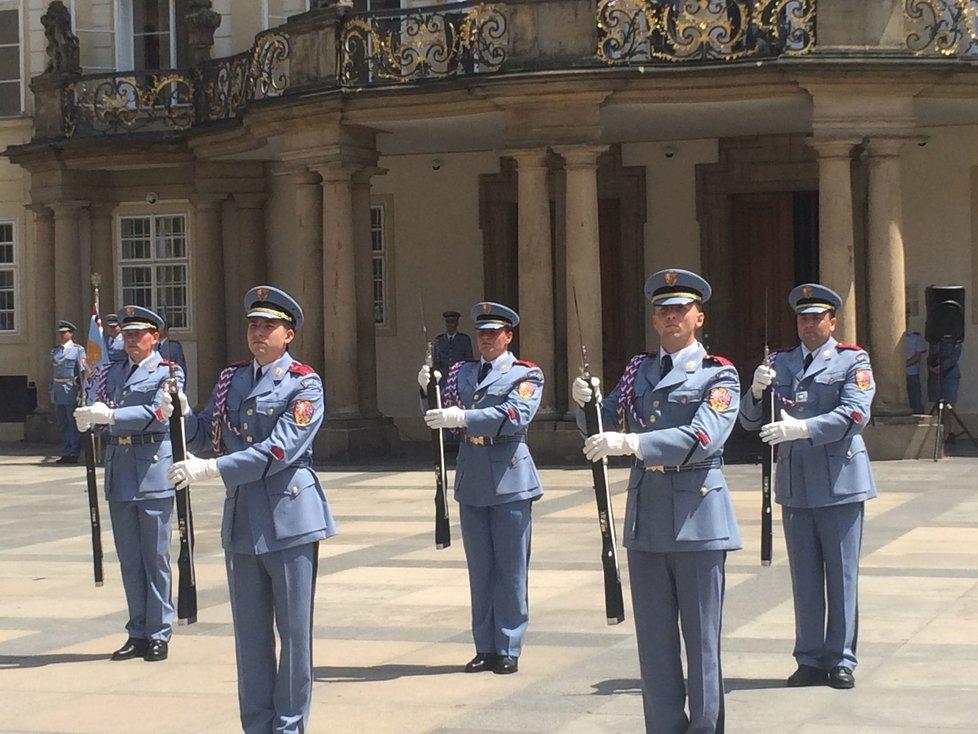 26. června 2019: Svůj um, talent a secvičenost předvedly jednotky Hradní stráže při příležitosti Dne ozbrojených sil.