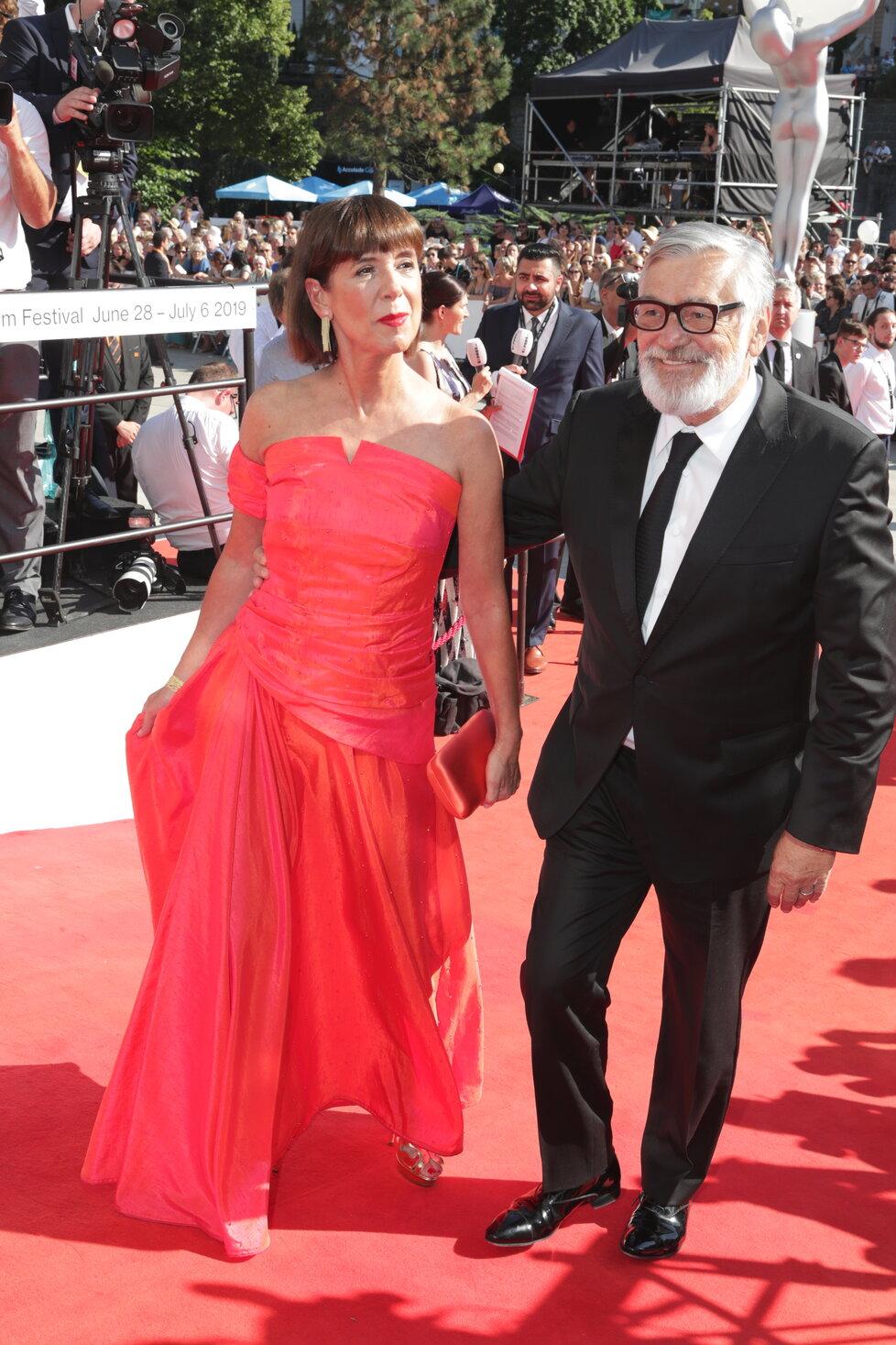 Ředitel karlovarského festivalu Jiří Bartoška s manželkou Andreou.