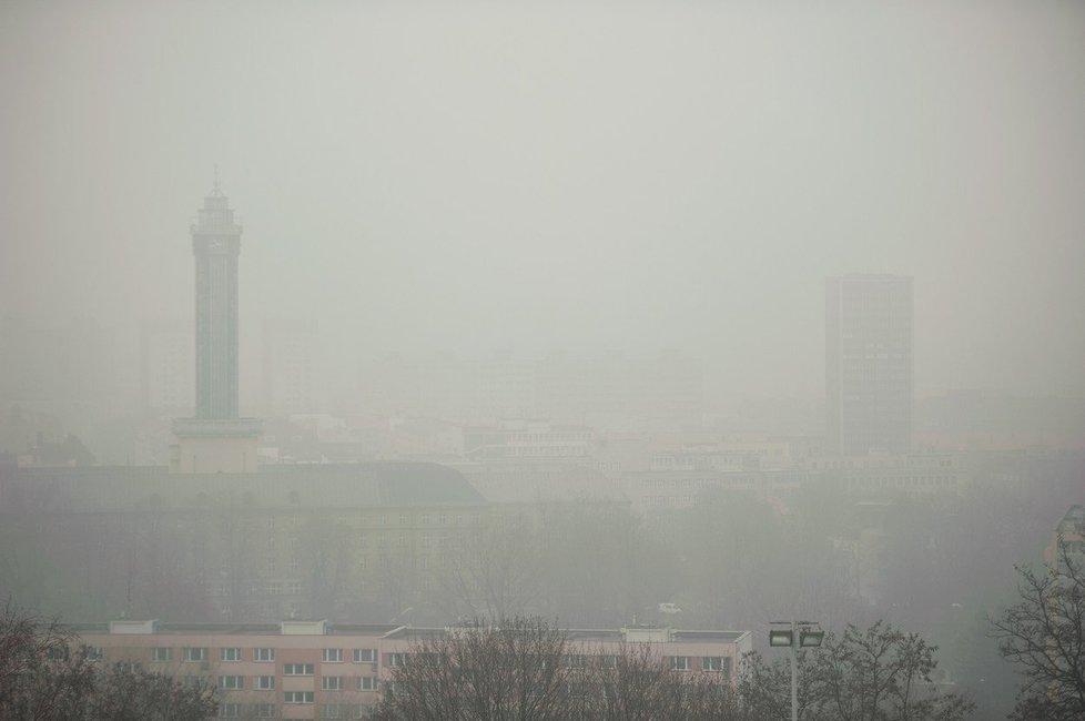 Ostrava zahalená smogem