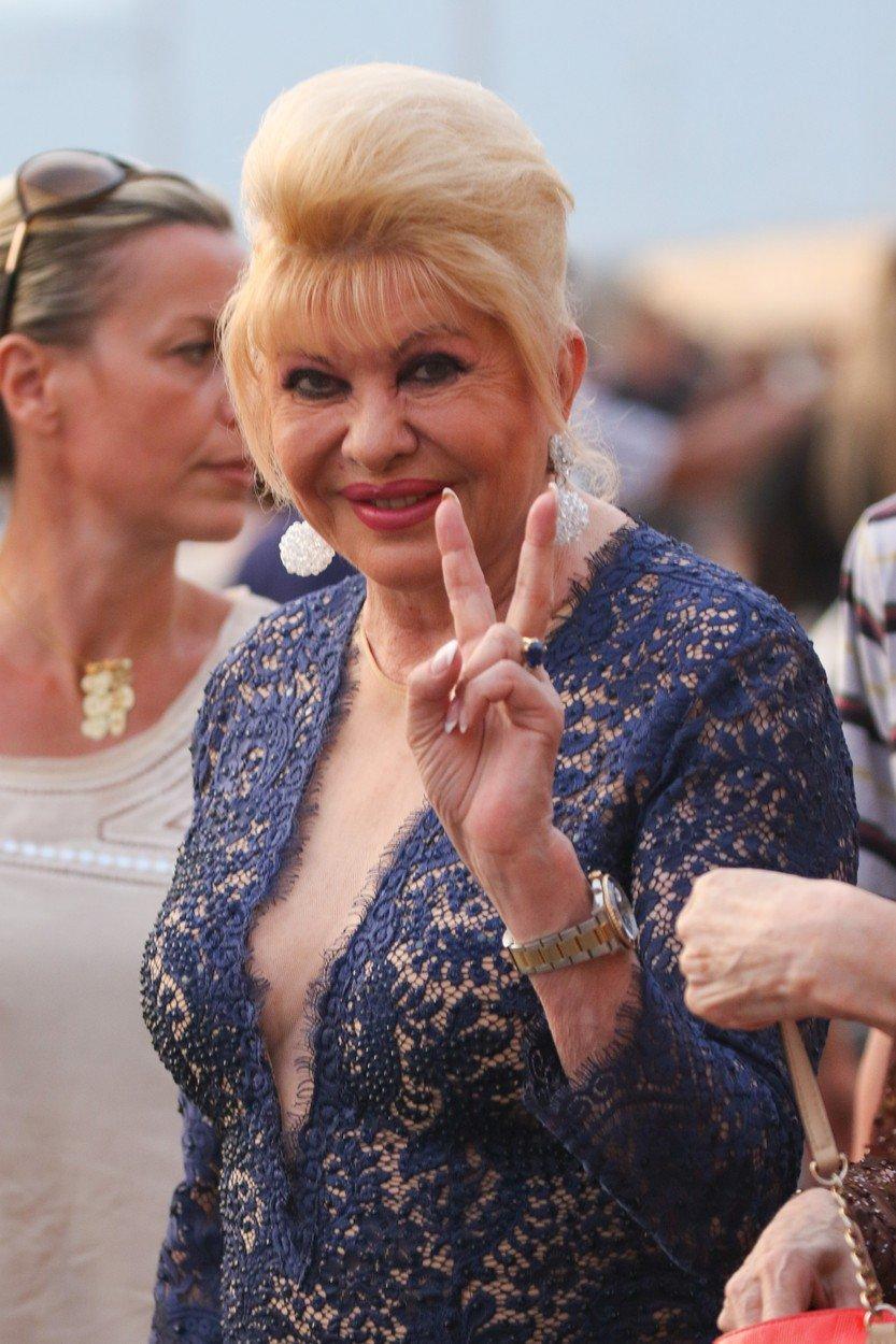 Ivana Trump tráví léto v Saint-Tropez.