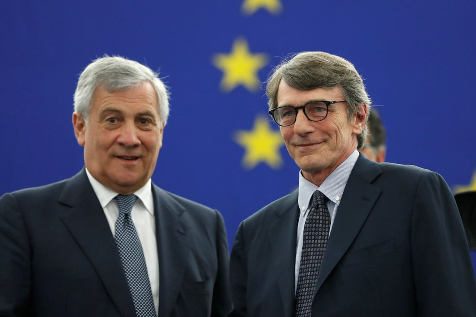 Nový předseda EP David-Maria Sassoli (vpravo) na snímku s končícím šéfem europarlamentu Antoniem Tajanim (3. 7. 2019)