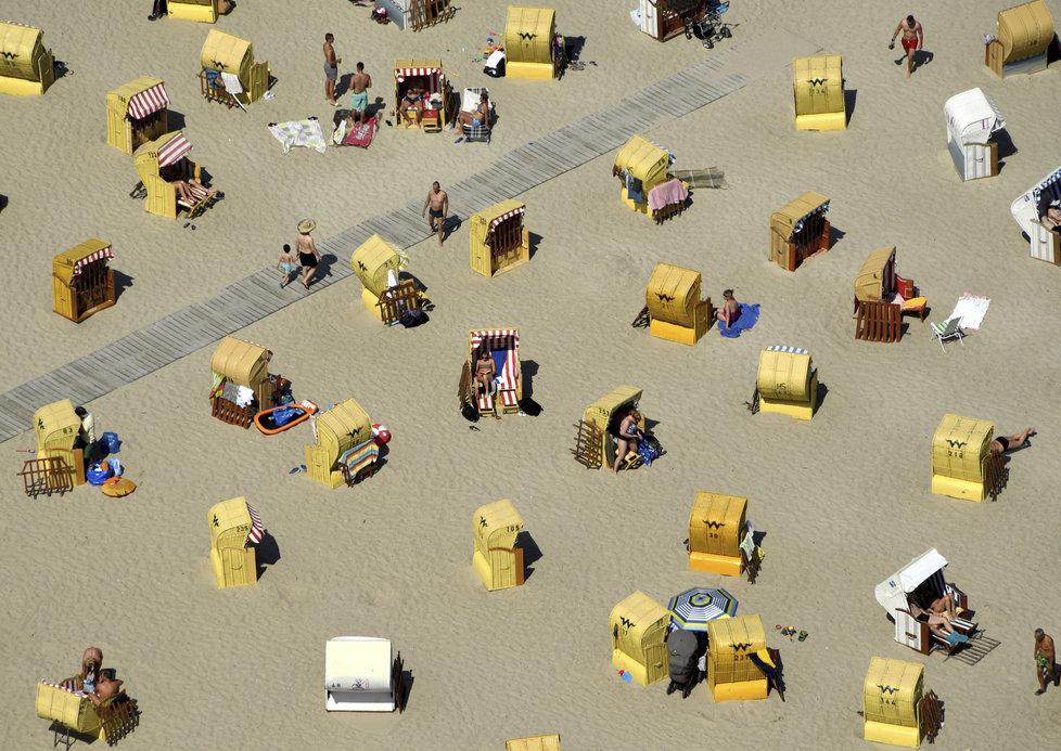 Německé pláže: Plážové koše jsou na Baltu tradicí, pobřeží je jimi poseté.