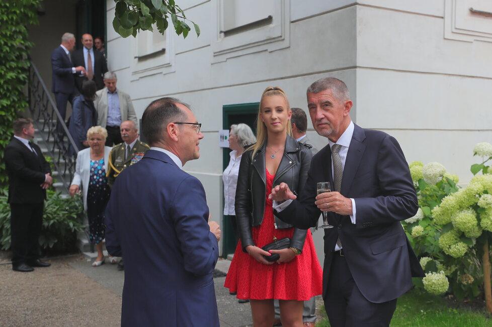 Andreje Babiše doprovodila na recepci na francouzské velvyslanectví dcera Vivien