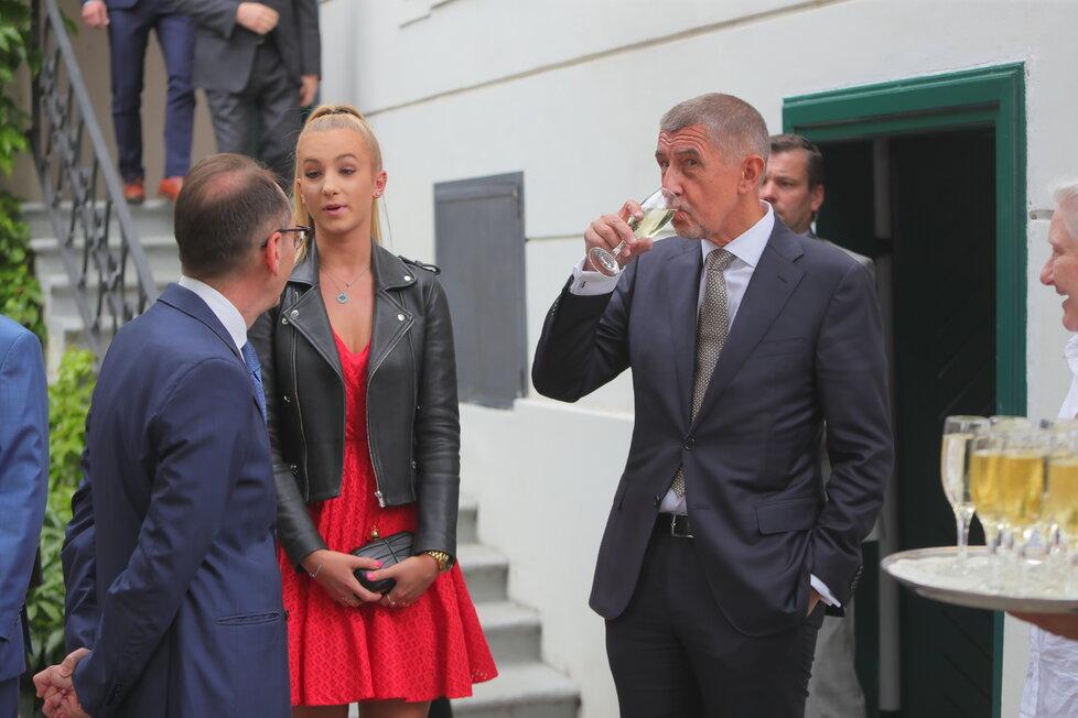 Andrej Babiš s dcerou Vivien při recepci na francouzské ambasádě