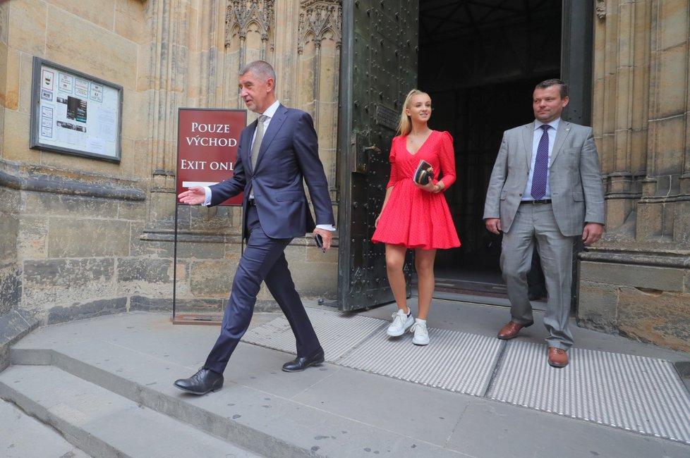 Premiér Andrej Babiš (ANO) s dcerou Vivien na Hradě a v chrámu sv. Víta (11. 7. 2019)